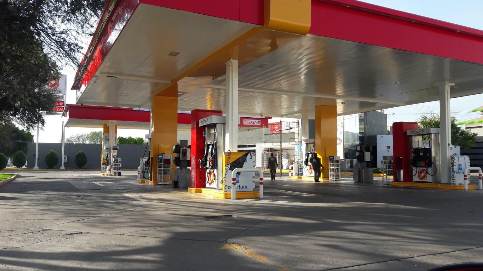 Exige gobernador Diego Sinhue a PEMEX solucionar desabasto de gasolina