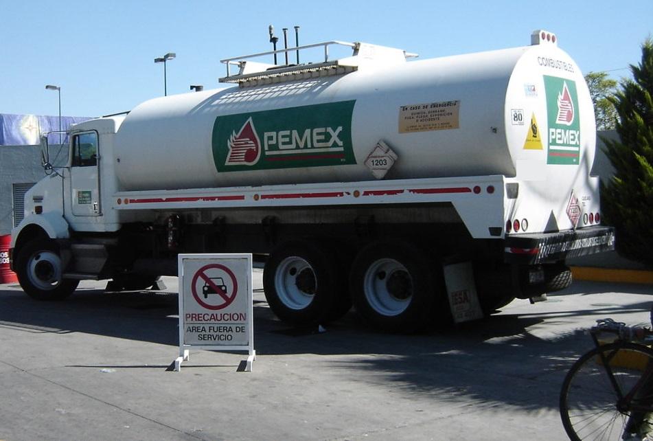 Roban pipa de PEMEX cargada con 25 mil litros de combustible