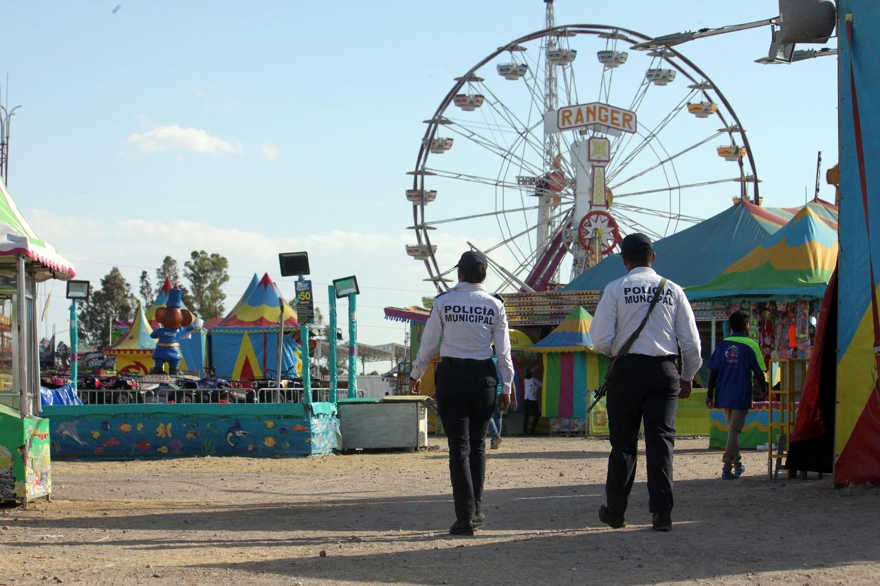 Salvan Policías Municipales a niño que se ahogaba con comida en la Feria de las Fresas