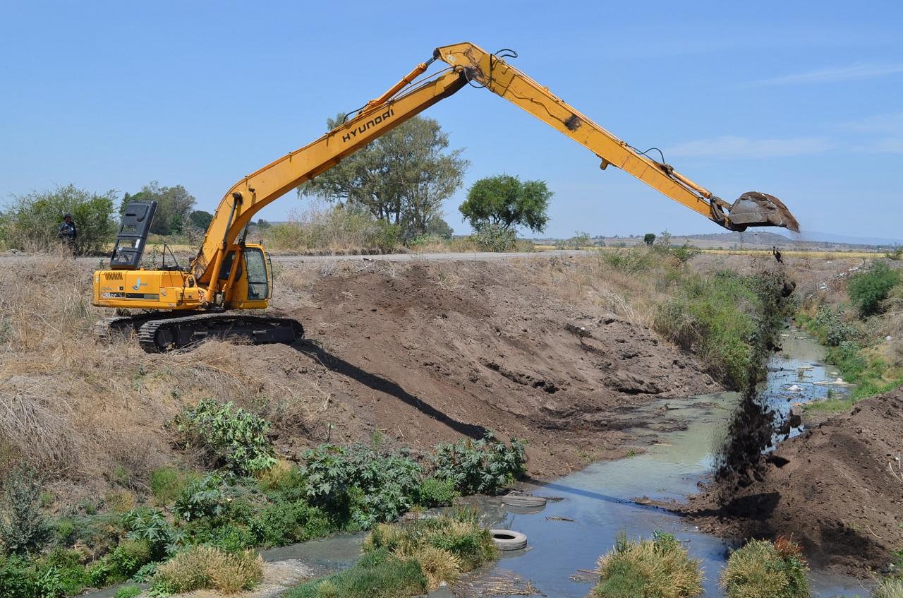 Limpia JAPAMI 2.5 km del canal de salida a Pueblo Nuevo