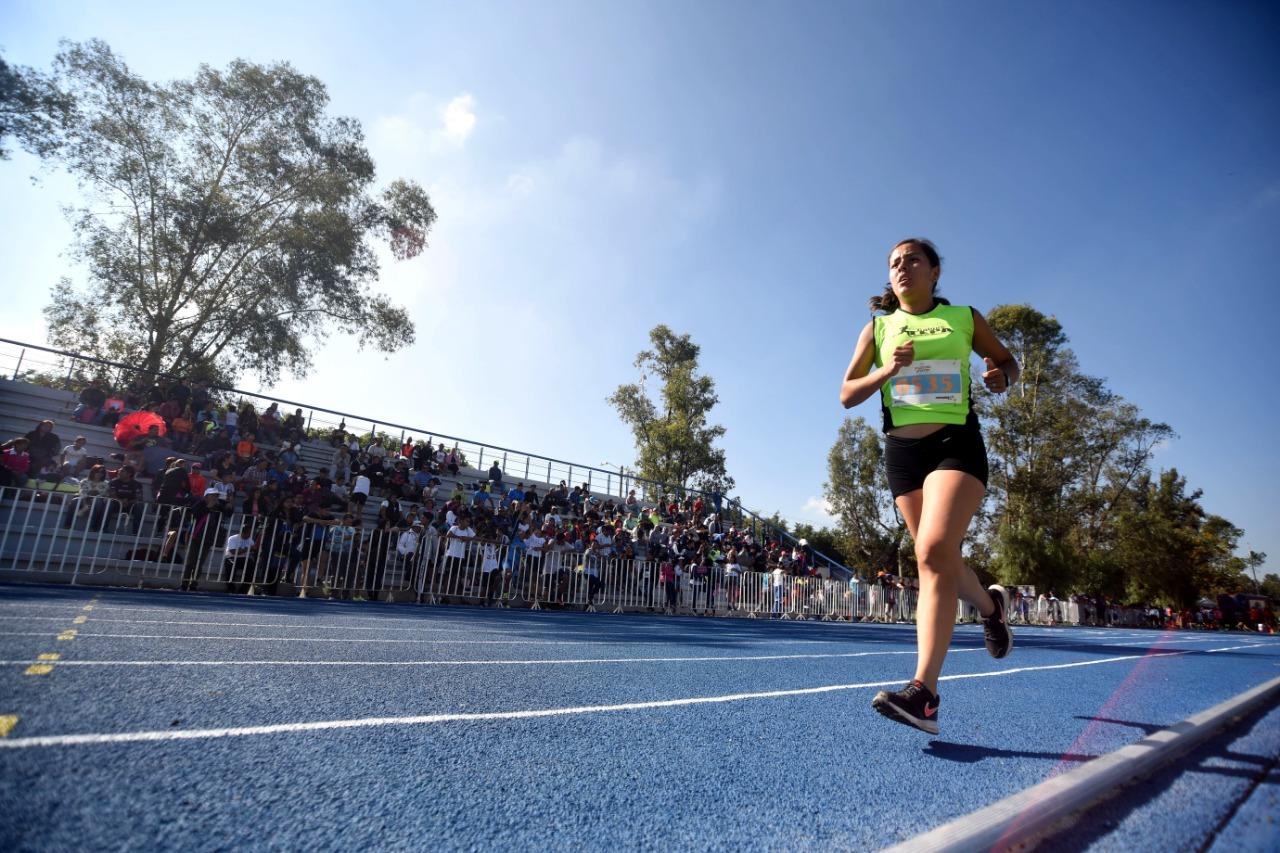 Refuerza COMUDAJ apoyo a deportistas de atletismo