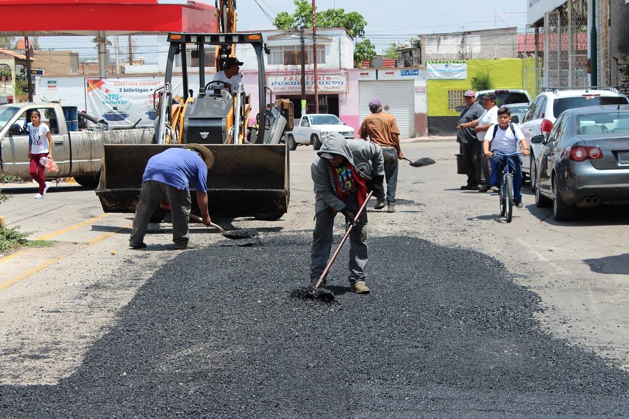 Refuerzan trabajos de bacheo y mantenimiento vial en Pueblo Nuevo