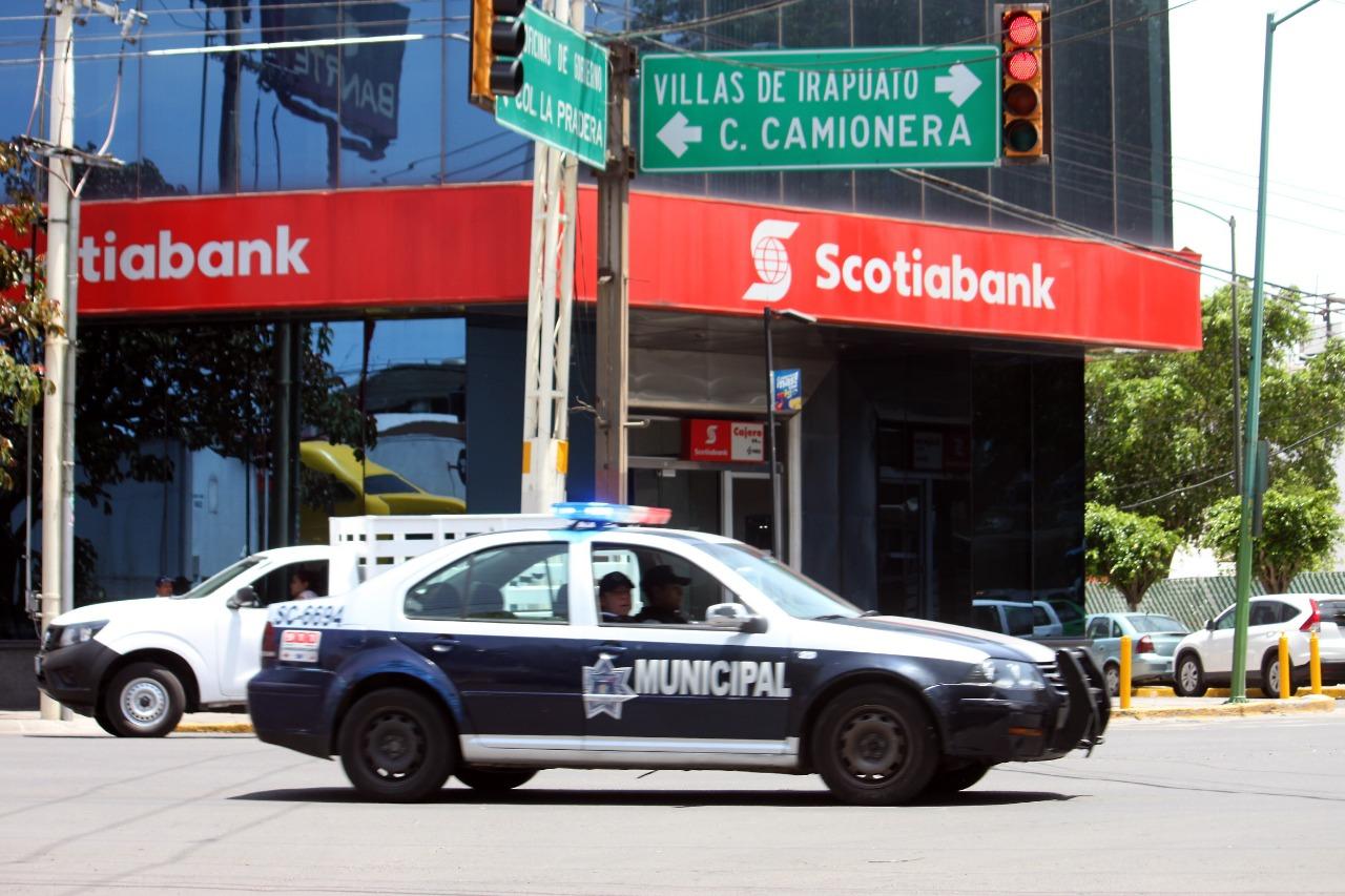 Con acompañamiento policial, evitan robos a cuentahabientes