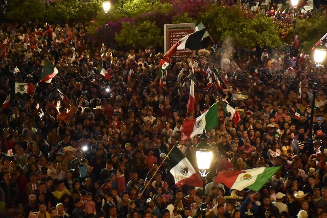 """20 mil irapuatenses gritaron a coro """"¡Viva México!"""""""