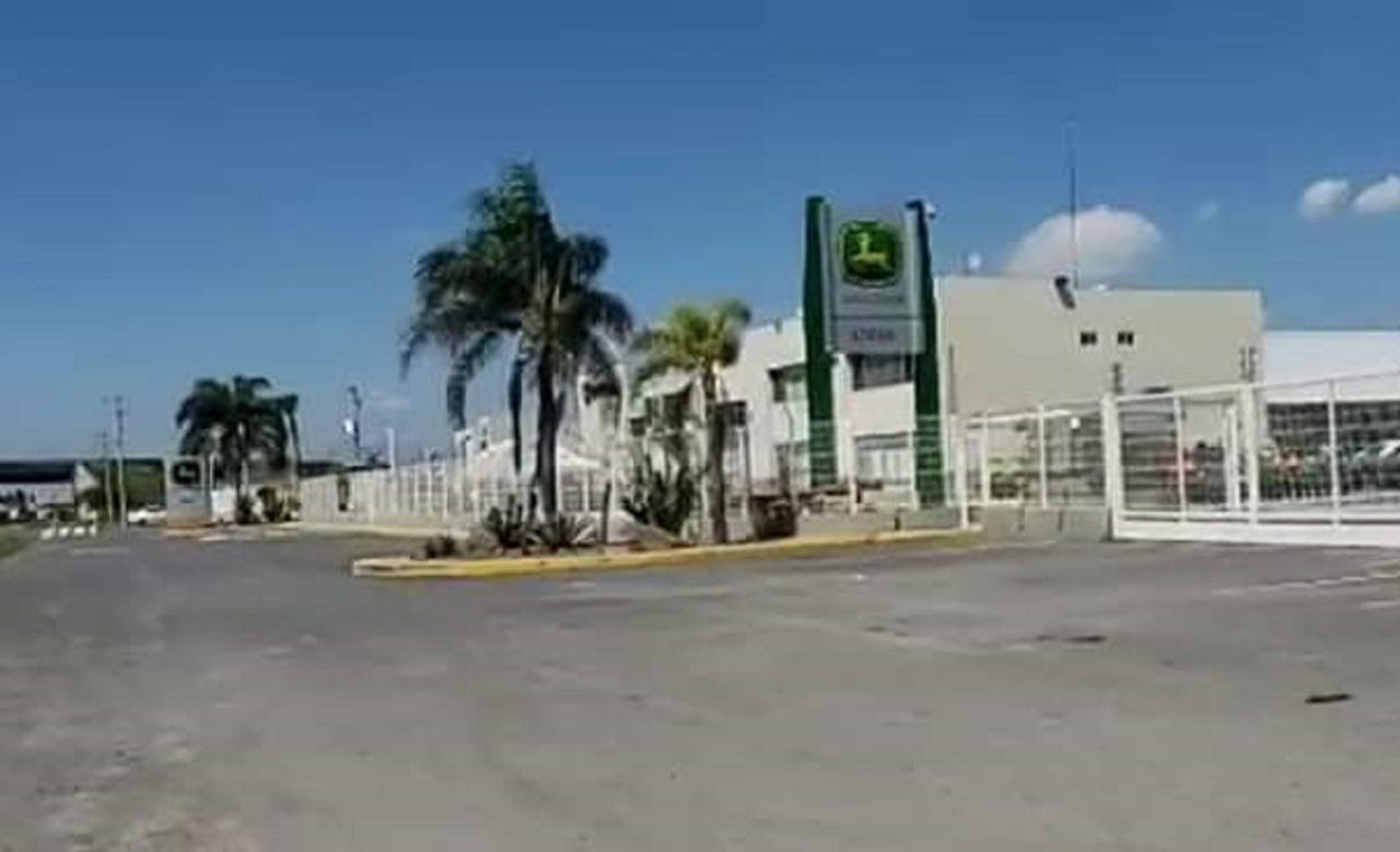 Atacan a balazos distribuidora de tractores John Deere en Celaya