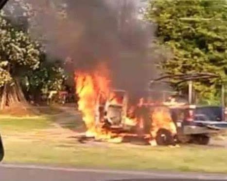 Grupos criminales asesinan a 14 policías en Michoacán; queman patrullas