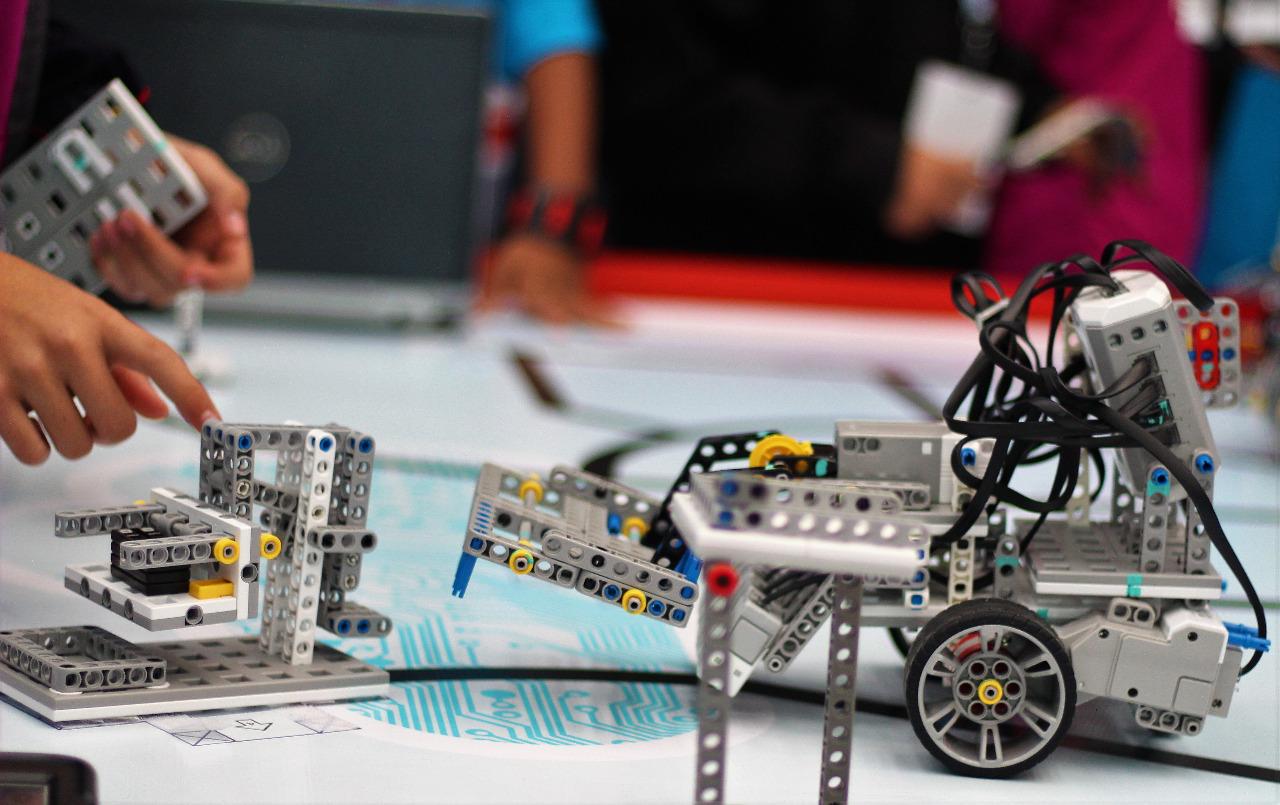 Ganan alumnos de SEG Suroeste otro torneo internacional de robótica