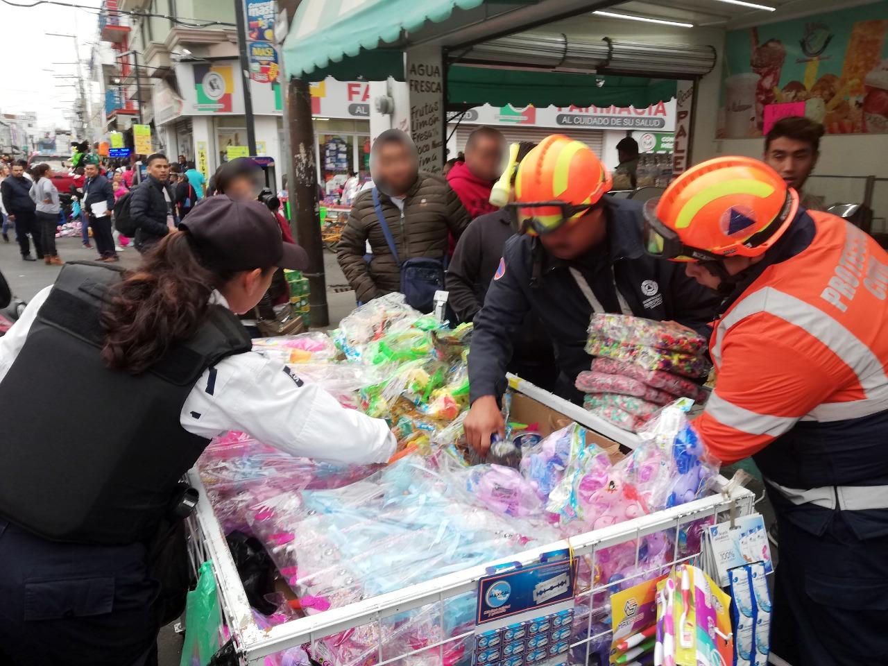 Decomisan miles de cuetes en puestos ambulantes del centro de Irapuato