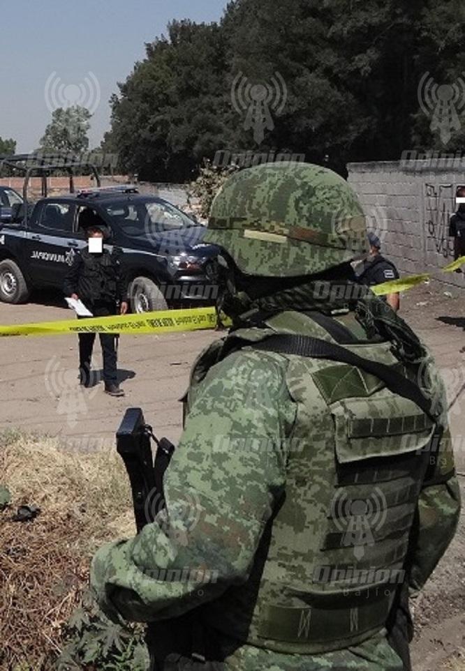 Encuentran explosivos en camioneta abandonada