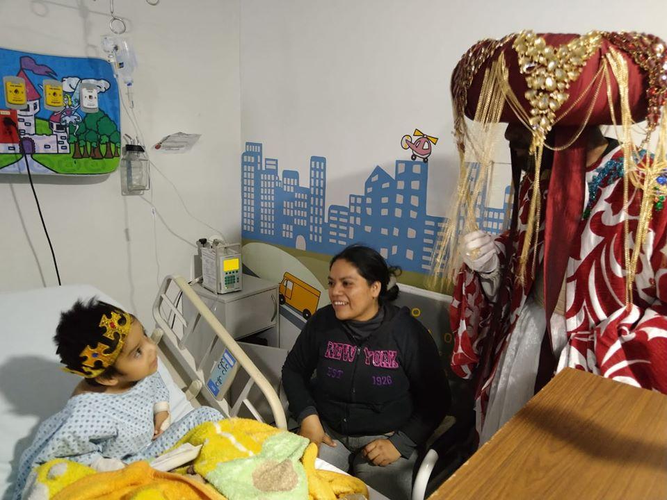 Visitan Reyes Magos de Oriente a pacientes del Hospital General de Irapuato