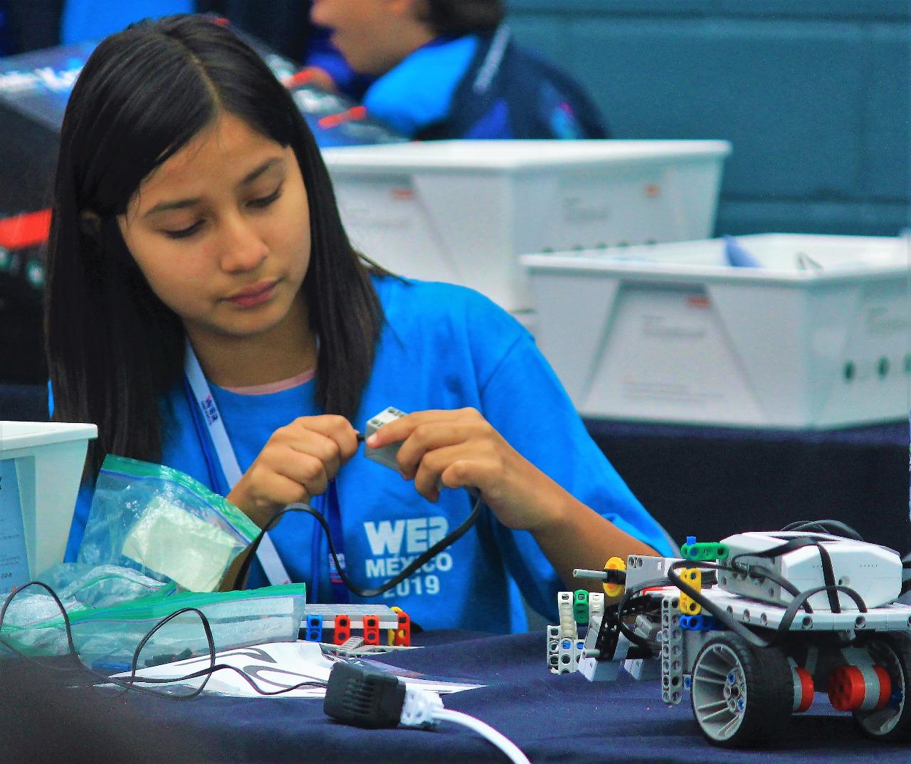 Abren taller especializado en robótica en secundaria 60