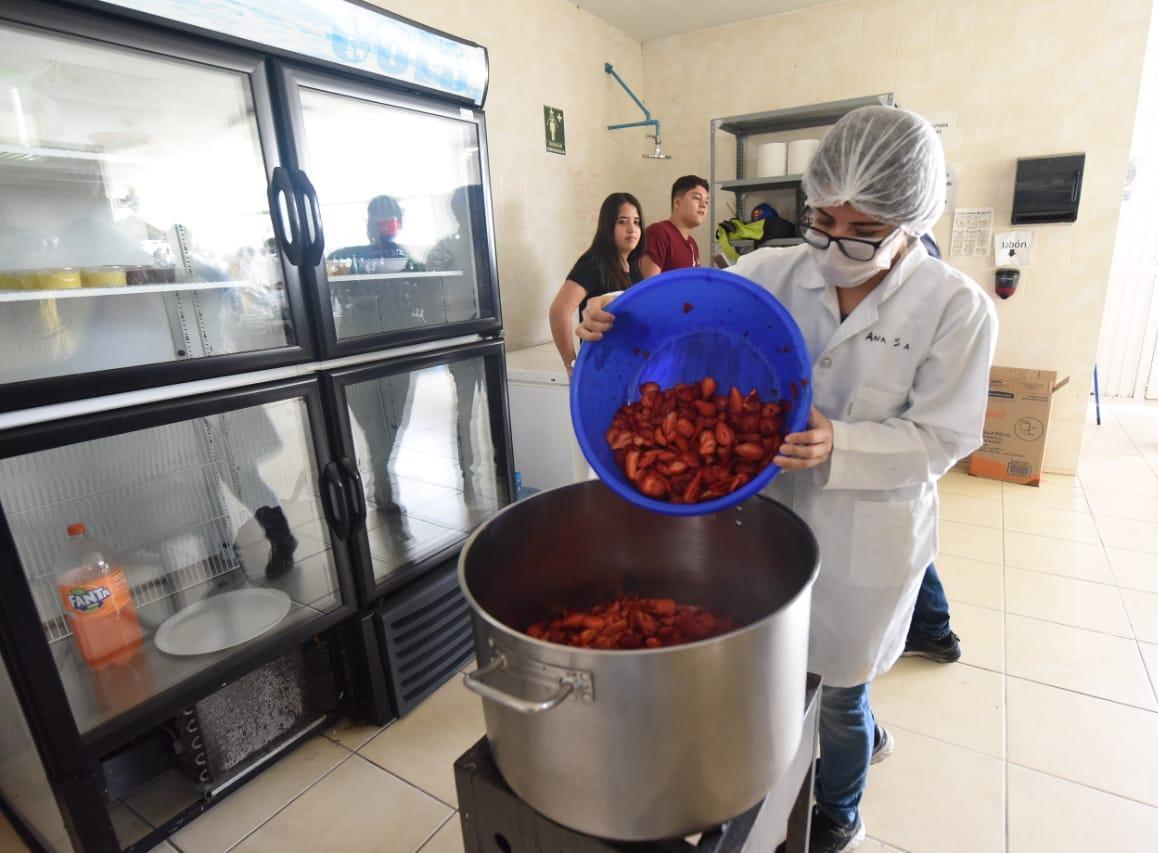Utilizarán tonelada y media de fresa para record Guinnes de la mermelada más grande del mundo