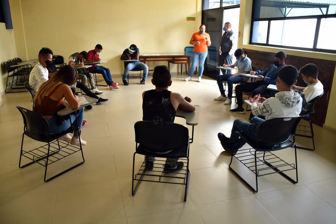 Brindan acompañamiento a jóvenes para rehabilitarse