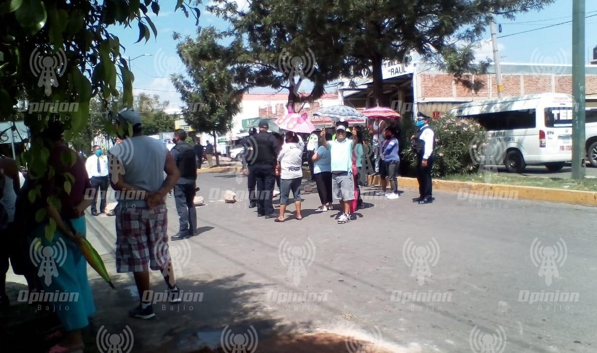 Bloquean vecinos de colonia 18 de agosto Boulevard San Roque