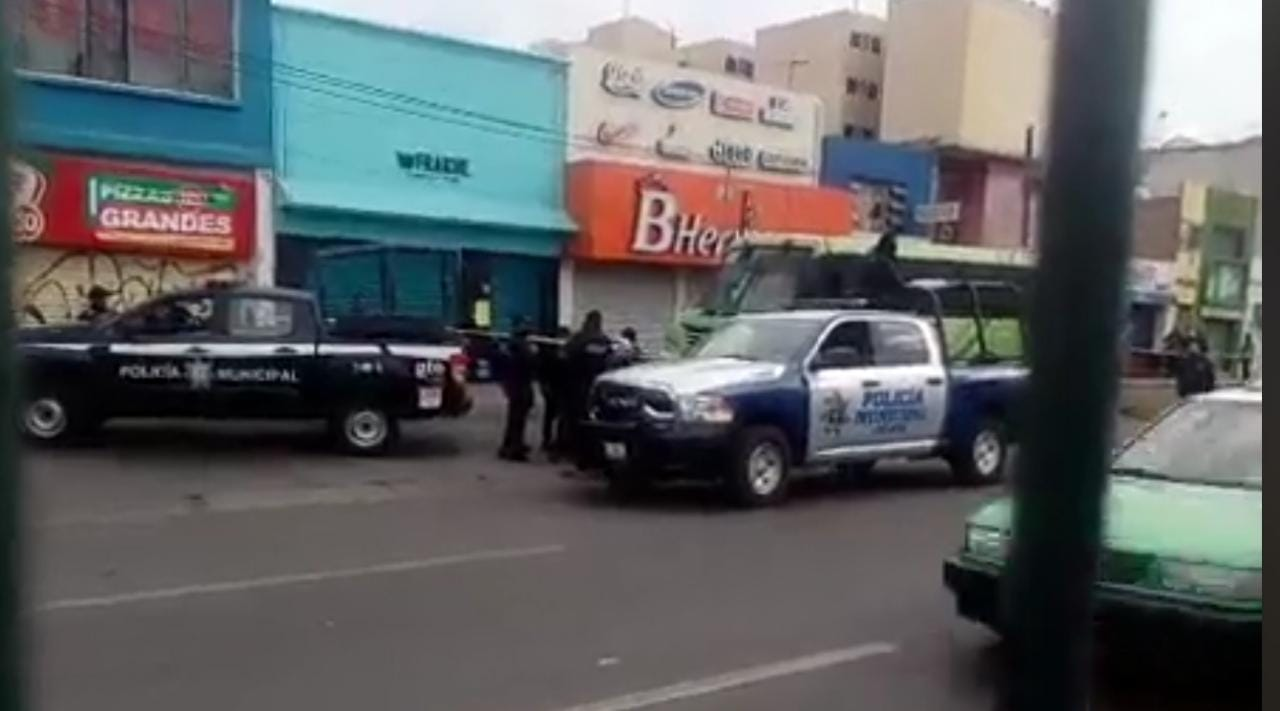 Terror sin freno: atacan a balazos a mujer policía en autobús urbano de pasajeros
