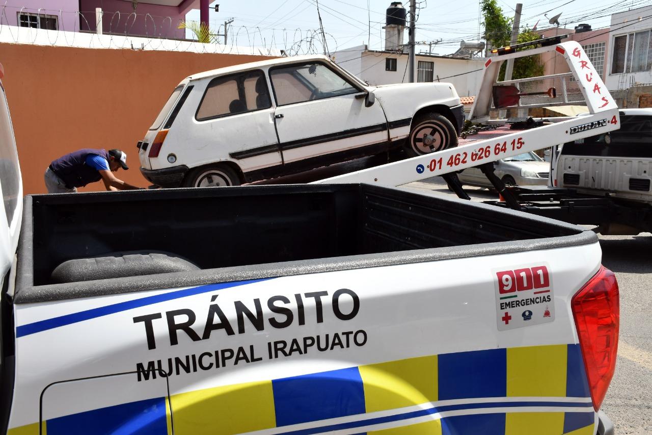Retira Tránsito cerca de 200 autos abandonados en calles y banquetas