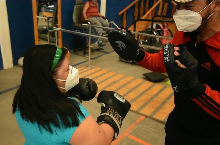 Entrenan boxeo personas con discapacidad intelectual en Gimnasio Paralímpico