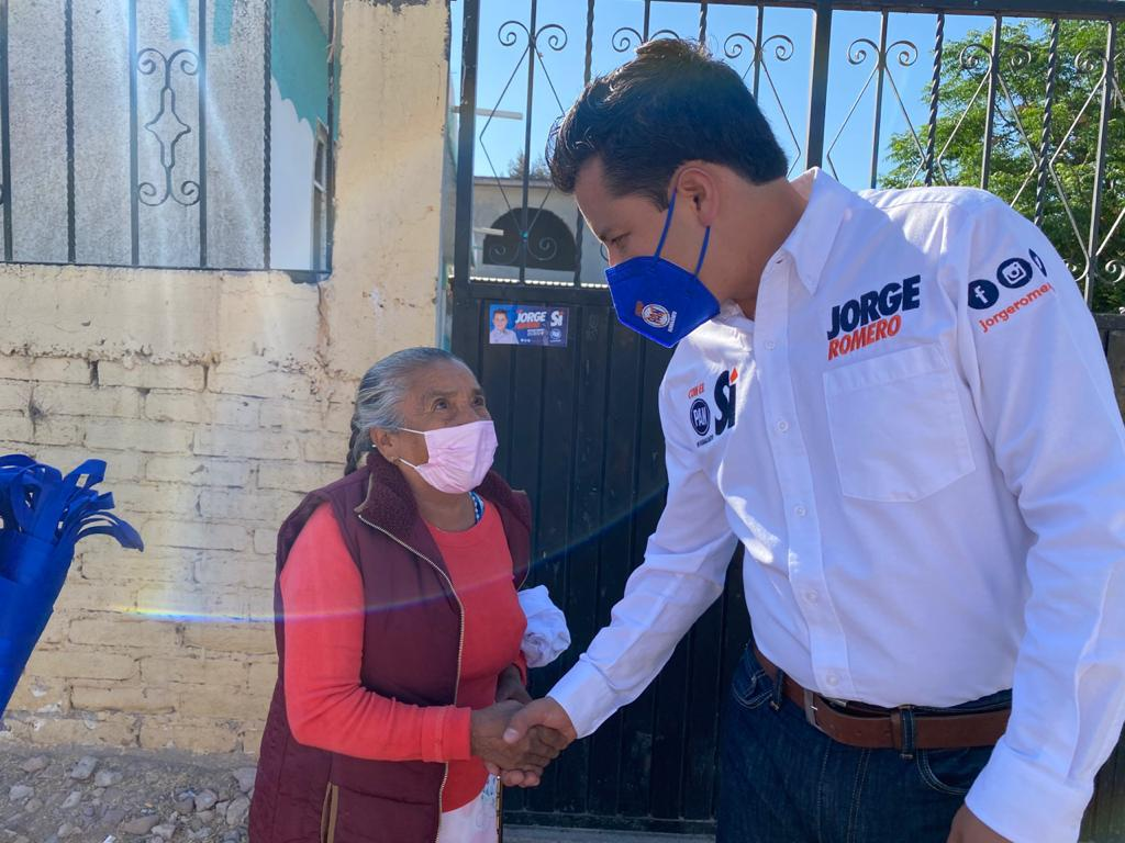 Se acerca Jorge Romero con habitantes de Paso Blanco