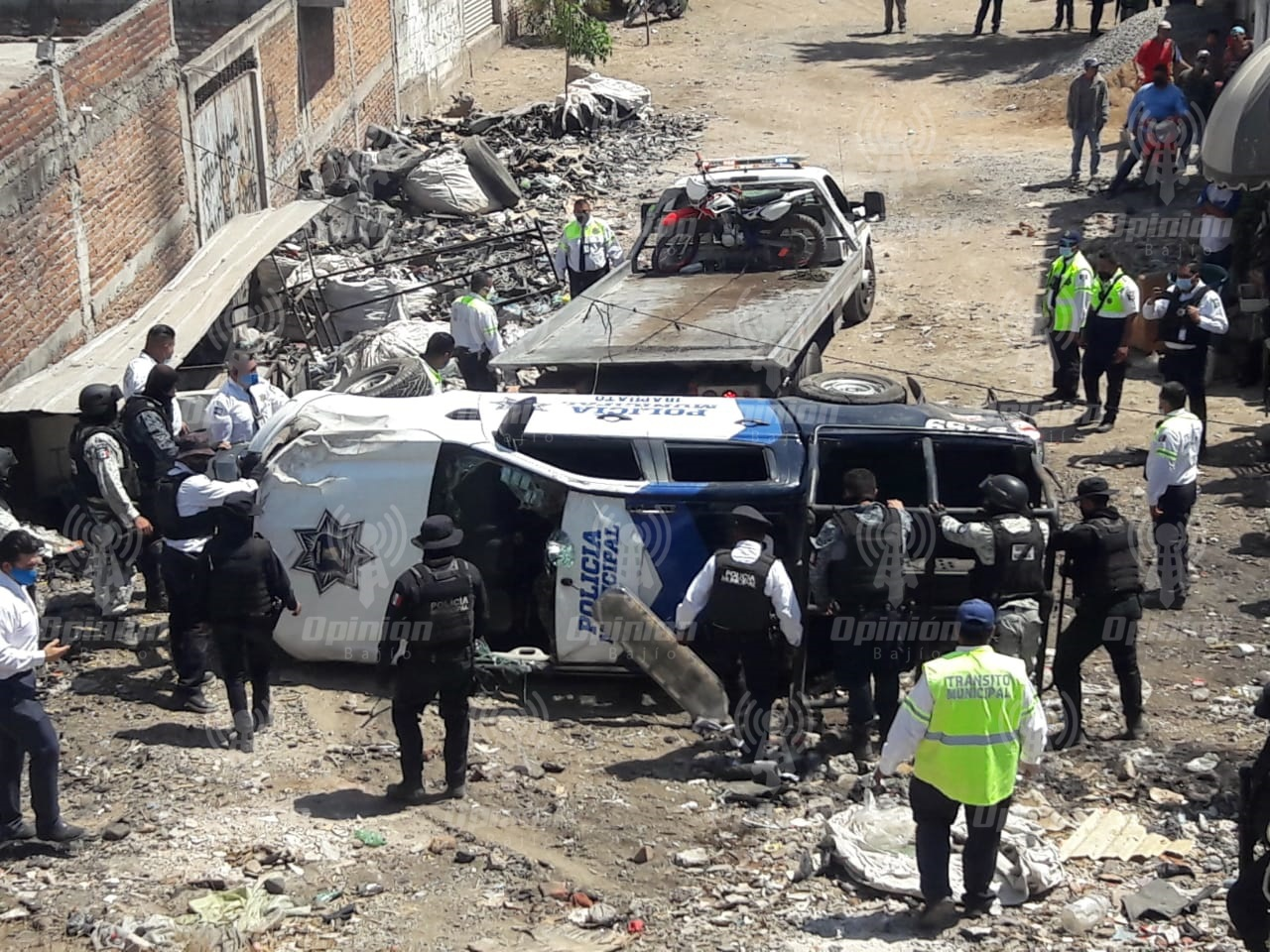 Patrulla de la Policía Municipal se vuelca en trébol de salida a Abasolo