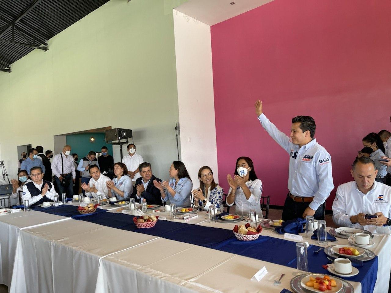 Legislar a favor de las familias y los jóvenes: Jorge Romero