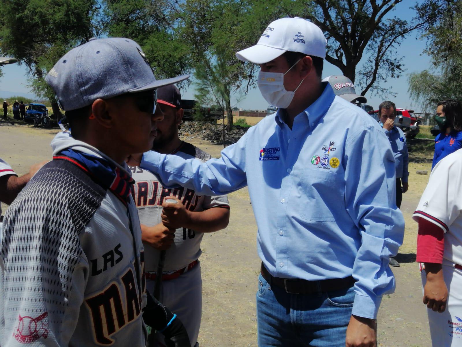 Apoyos al deporte, al campo y mejora de caminos vecinales, piden habitantes de Ancón a Justino Arriaga