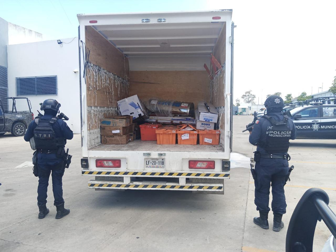 Recupera Policía Municipal camión de carga que había sido robado