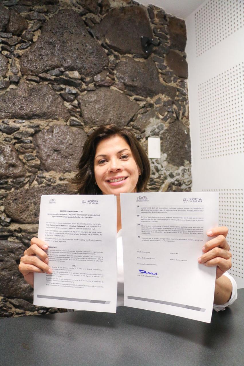 Firma Itzel Balderas acuerdo con Frente Nacional por la Familia; defenderá la vida y libertades fundamentales