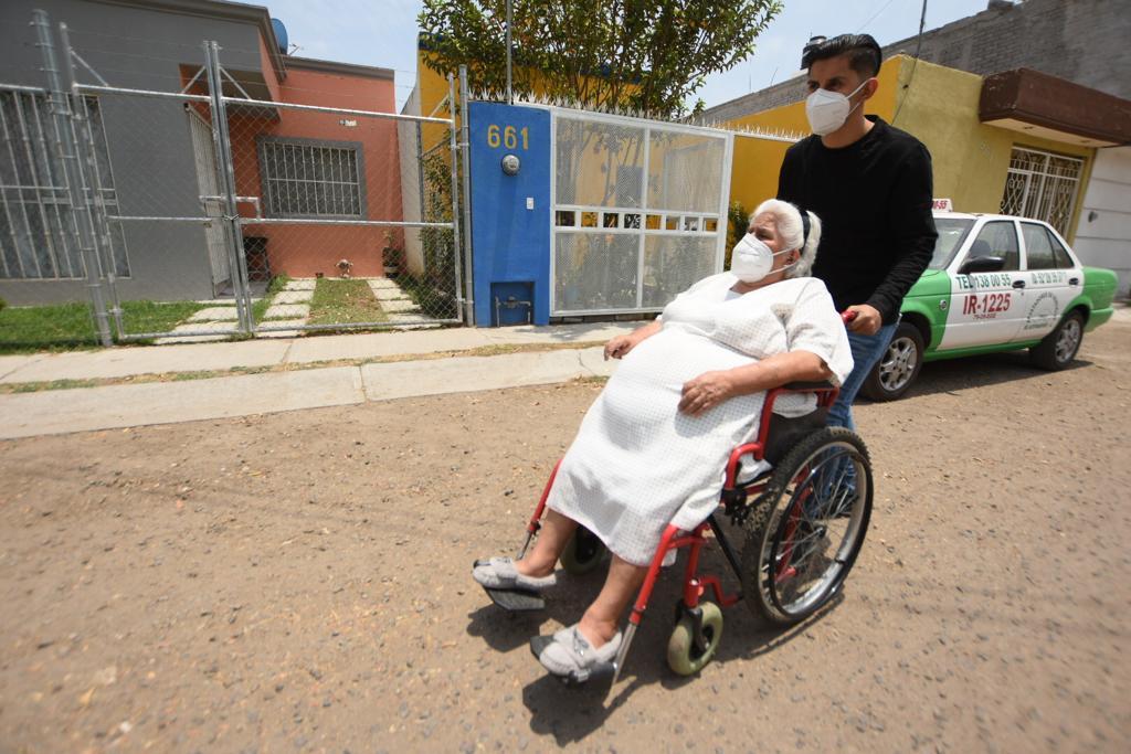 Capacitan a familiares de personas con discapacidad para mejorar su atención