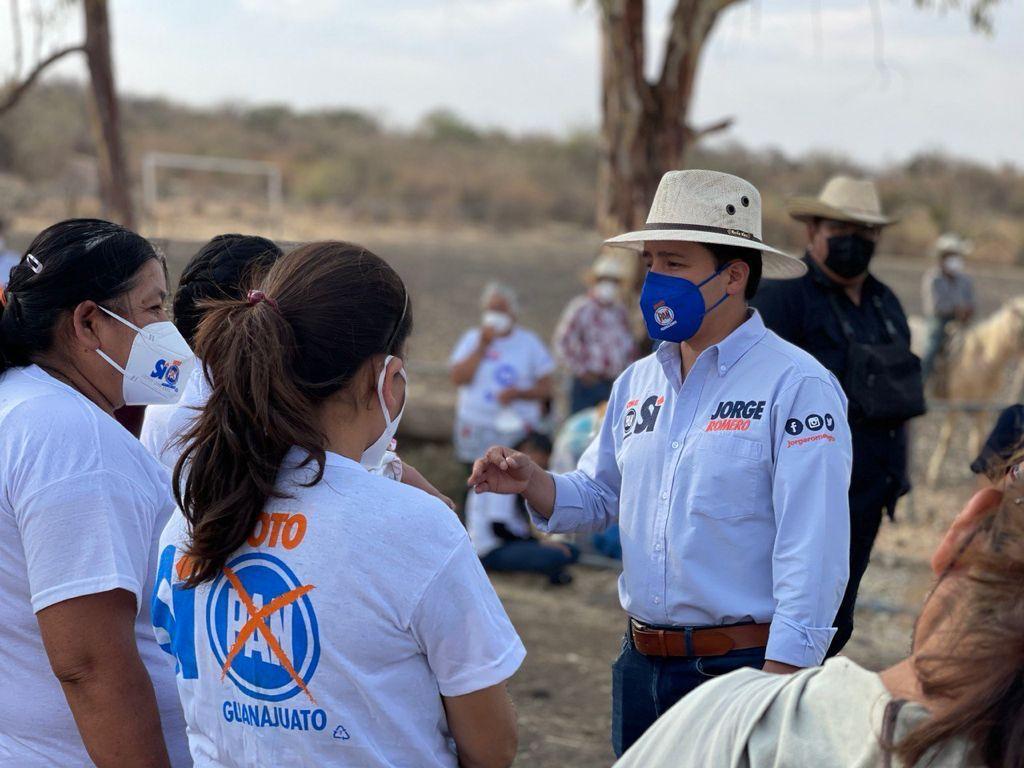 Se reúne Jorge Romero con habitantes de Tamaula