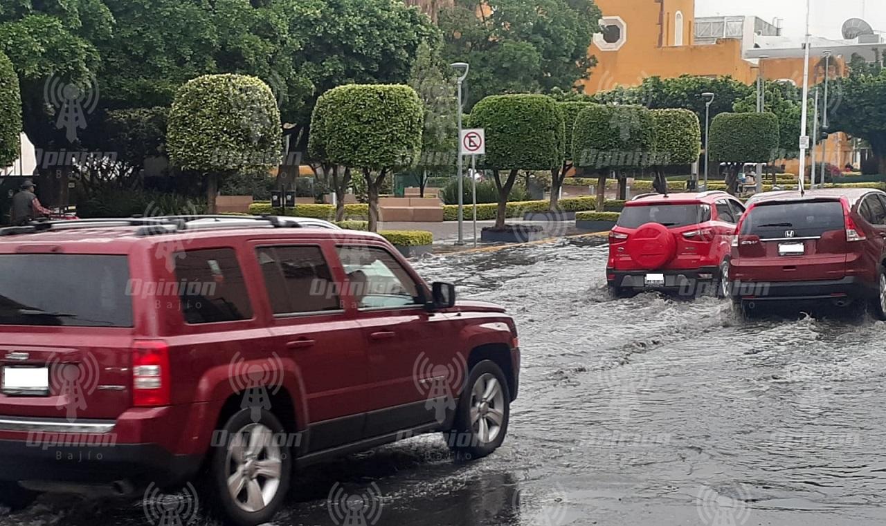 Lluvia causa encharcamientos en varias zonas