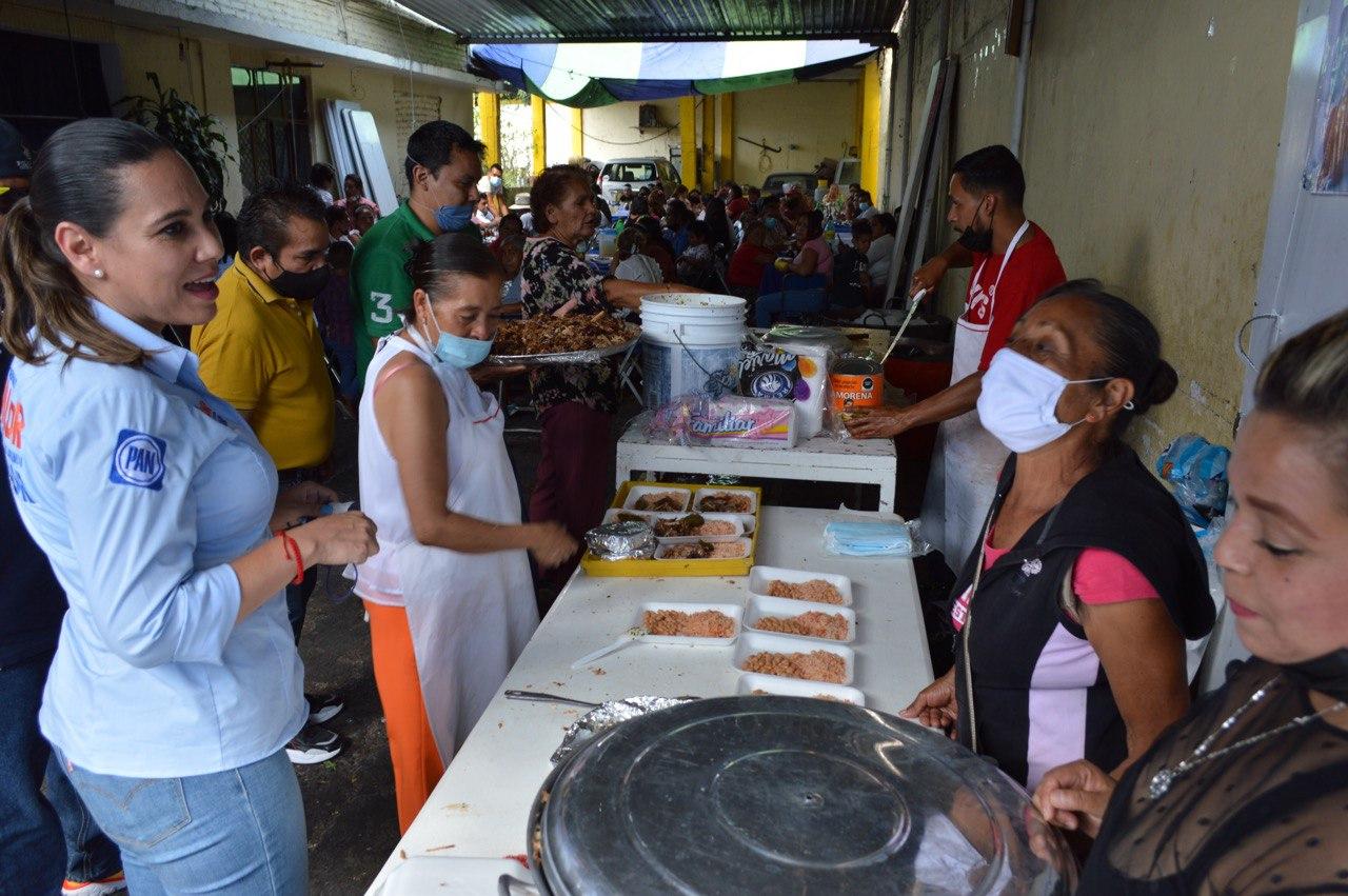 Respaldan tianguistas y comerciantes populares a Lorena Alfaro como próxima alcaldesa
