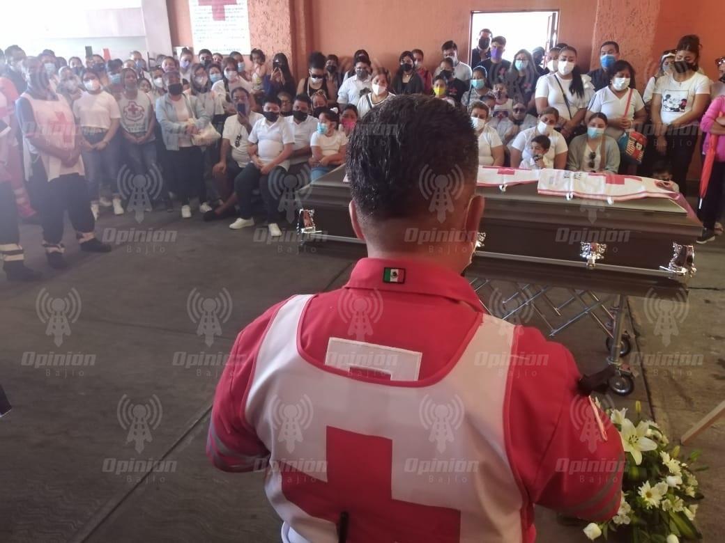 Con sirenas de ambulancias, dan último adiós a Francisco, paramédico de Cruz Roja Irapuato