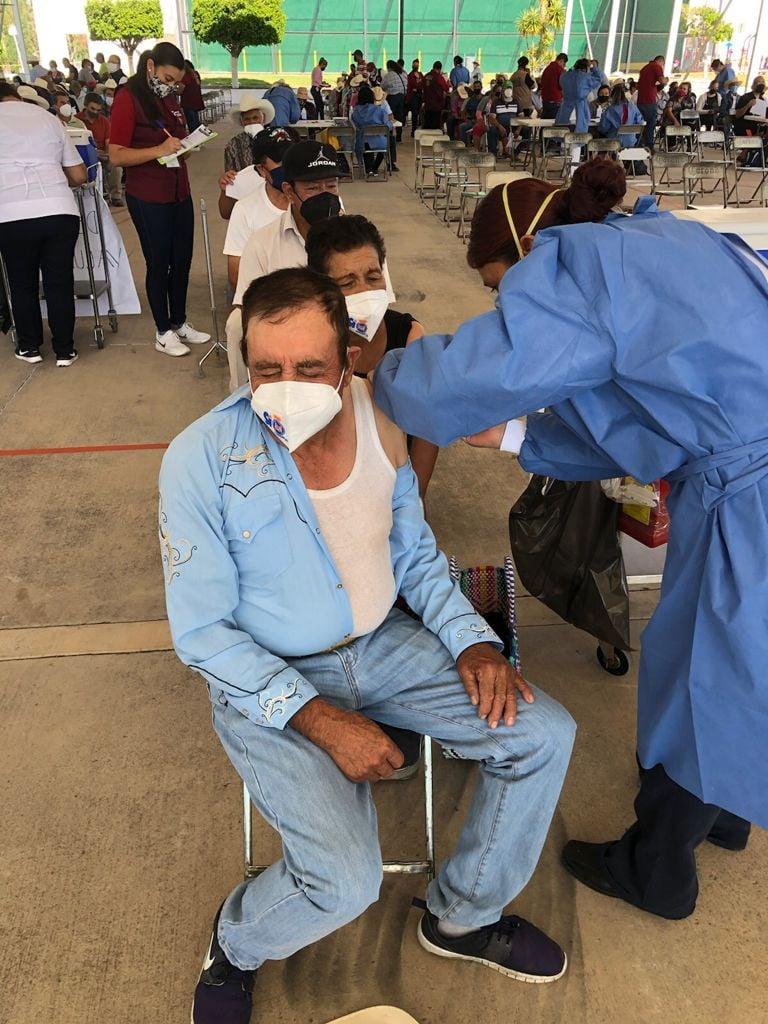 Arrancó vacunación de 50 a 60 años en 15 municipios