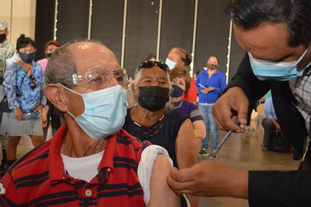 Urgen a personas vacunadas a mantener medidas preventivas para evitar contagios